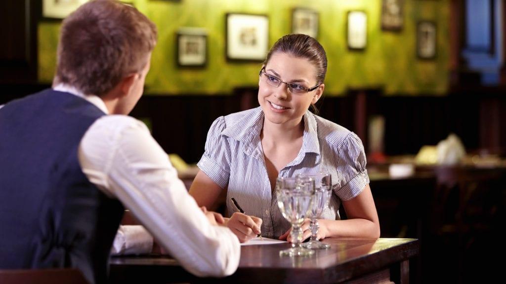 Entrevista para vaga de emprego em restaurante