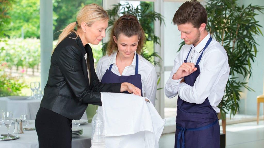 Treinamento para funcionários em restaurante
